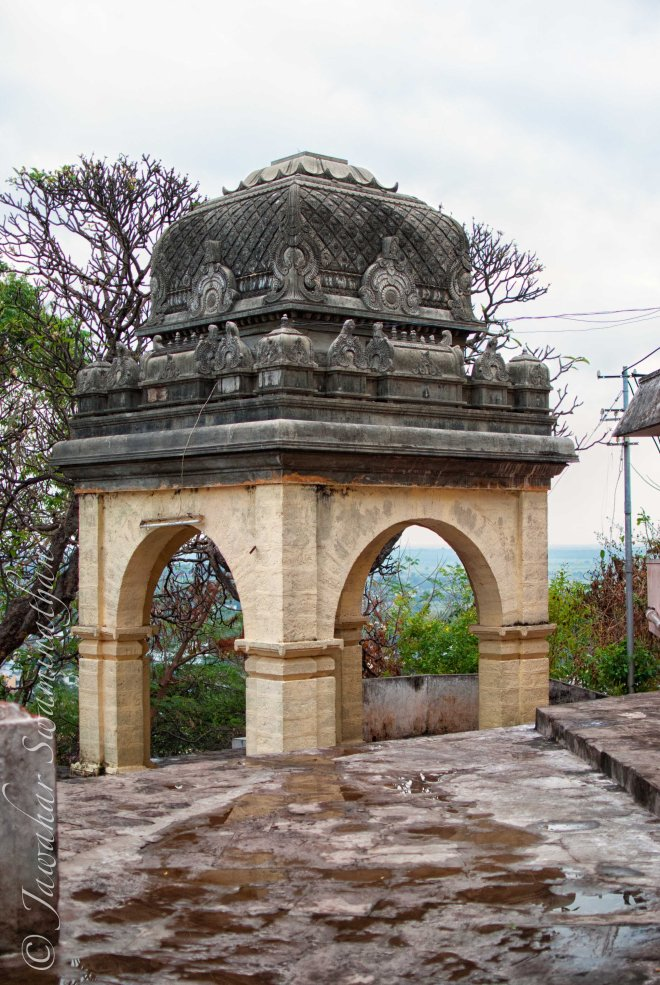 A seemingly old gate in the temple complex